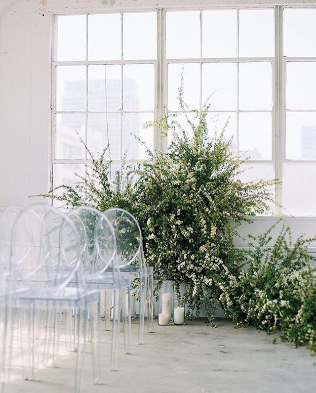 FOR THE CEREMONY || NOVELA BRIDE...Soft fresh greenery backdrop with pillar candles and ghost chair seating by @studiomondine with @nataliebrayphoto || Where the modern romantics play & plan the most stylish weddings... www.novelabride.com @novelabride #jointheclique