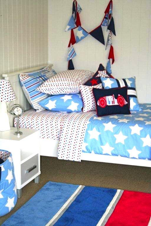 We love this simple fresh boys bedroom, using Patersonrose Wills Star linen & nautical rug. #patersonrose #boyslinen #boysrooms #boysbedroomdecor #willsstar #kidsrugs