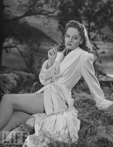 Alexis Smith - 1940 actresses | Actresses who looked good in their heyday (including deceased) - Page ...