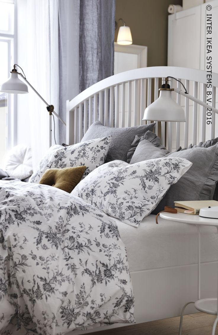 des textiles de lit motifs floraux noir et blanc sur des meubles classiques apportent une - Set De Chambre King Noir