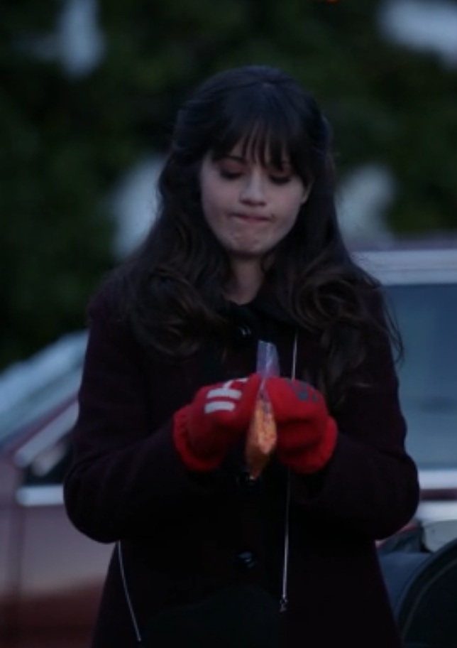 "Jess's Kate Spade Hi 5 Mittens New Girl Season 2, Episode 20: ""Chicago"" - Spotted on TV"