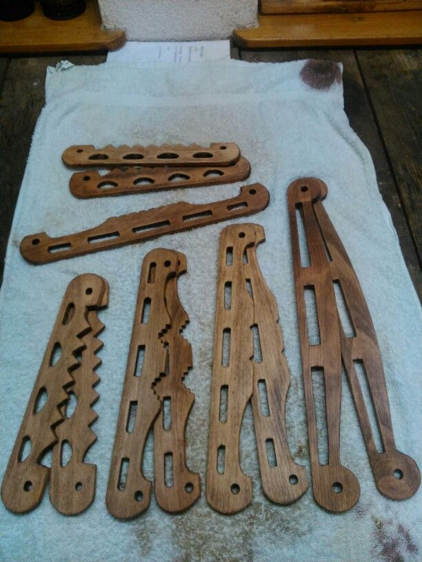 A few things i'm working on...some wooden handles for bags inspired from the hedeby finds...