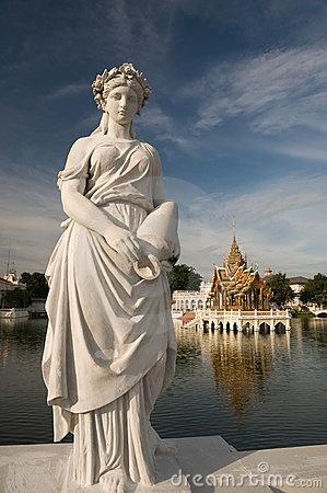Statue roman by Rattanapatphoto, via Dreamstime