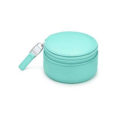 Boîte à bijoux en cuir pleine fleur Tiffany Blue®. Autres couleurs disponibles.   Tiffany & Co.