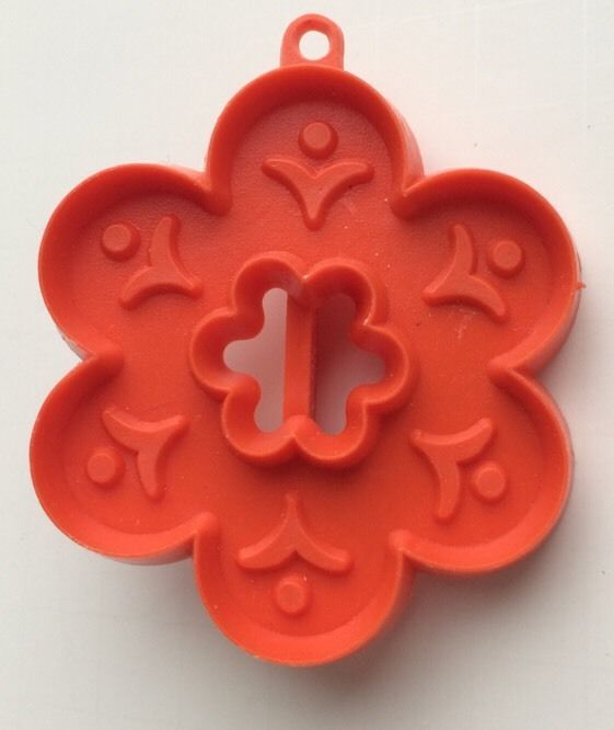 Hallmark rare cookie cutter vintage 6 petal orange flower Hallmark flowers