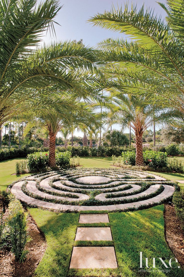 29 best labyrinth in small garden images on pinterest for Garden maze designs