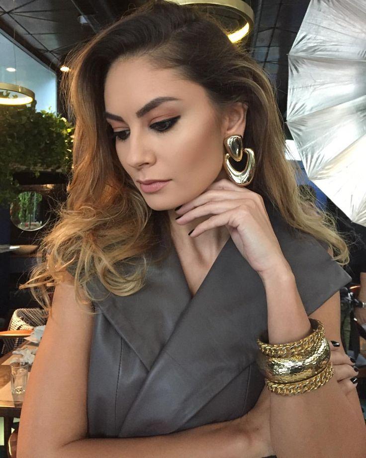 #fashionmakeup #makeupbyme #fashionlook #fashionlookbook #model #makeup #makeupaddict #machiajprofesional