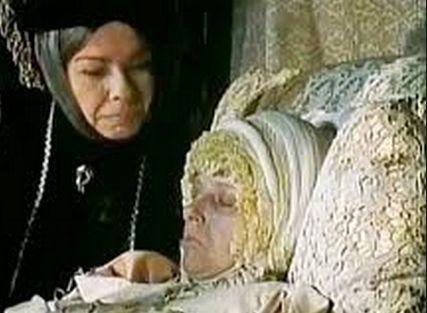 Dying queen....