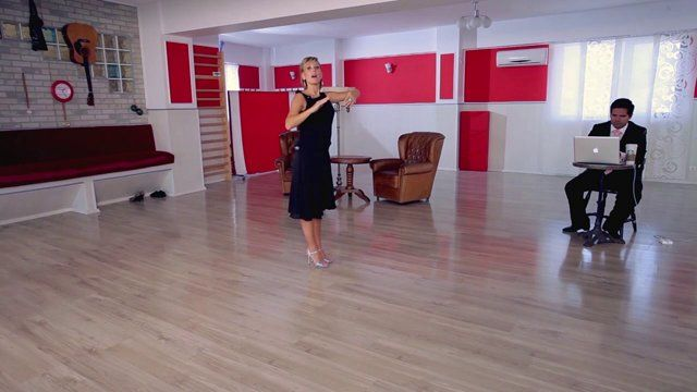 Argentine tango - Volcada: typical embrace and technique in milonguero style. Watch the entire lesson on www.tangomeet.com.