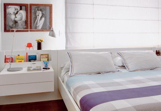 cama na parede da janela