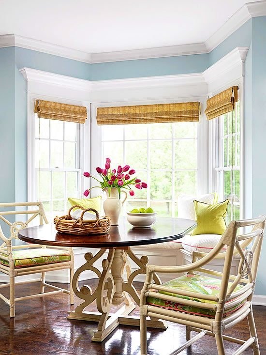 Bay Windows Bay windows offer many advantages, such as stunning views, natural light, window seats in cozy alcoves, connections between indoors and out, and extra storage and floor space.