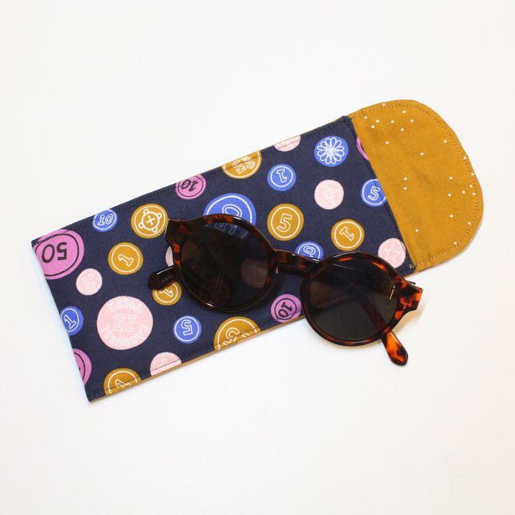 I går var det ☀️ i dag er det 🌧 • Da er det godt å kunne legge brillene trygt i vesken #solbrilleetui #sologregn #praktisk #syselv #sybutikk #stoffbutikk #nettbutikk #quiltebutikken