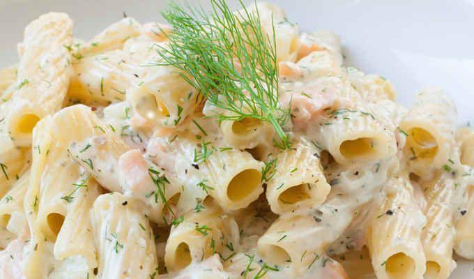 Pasta mit Frischkäse Sauce und Räucherlachs - Kochkarussell.com