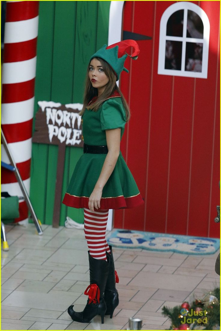 Sarah Hyland & Ariel Winter: 'Modern Family' Christmas!: Photo #613229. Sarah Hyland dresses up as a Christmas elf next to her Mrs. Claus co-star Ariel Winter while filming scenes for their show Modern Family on Thursday (October 31)…