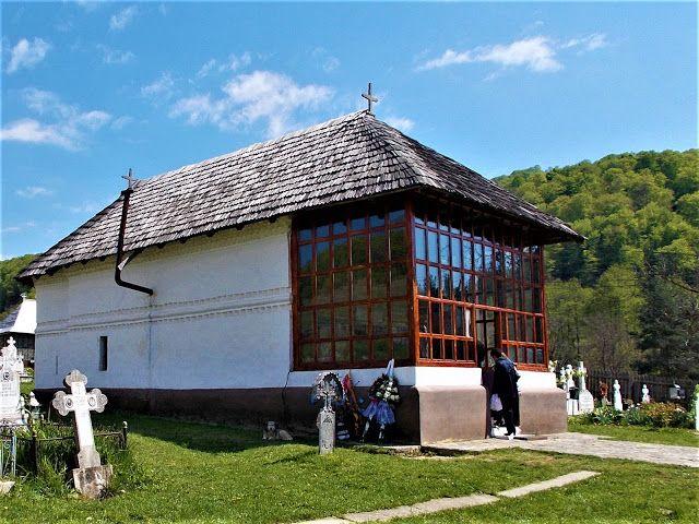 Turismul în România: Biserica de lemn din Sânbotin