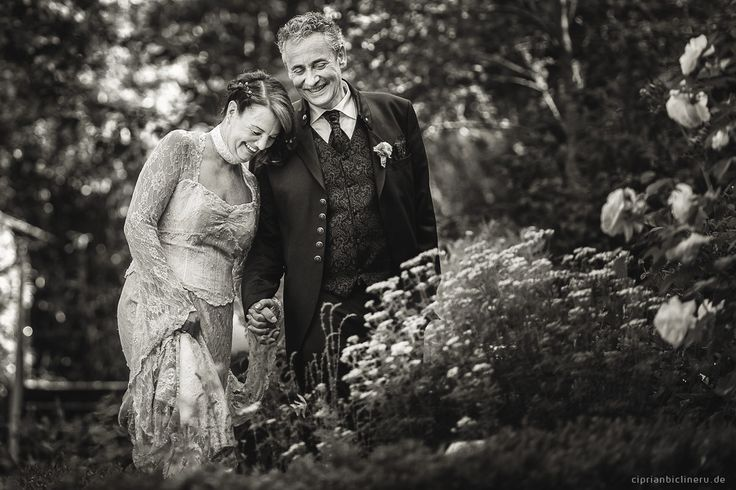Hochzeitsreportage Seligenstadt: Hochzeitsfotos mit einer herzlichen und relaxten Brautpaar, die Hochzeit fand am ersten heißen Wochenende