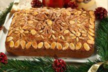 Zelten trentino è un dolce tipico natalizio del Trentino Alto Adige. Ogni famiglia conserva gelosamente la propria ricetta di questo pane speciale che si prepara durante i giorni dell'Avvento per poi mangiarlo durante il Natale. La versione che presentiamo in questa ricetta è una specie di torta arricchita da tanta frutta secca bagnata con il rum.  La principale differenza rispetto allo zelten del Sud Tirolo sta nella consistenza: lo zelten trentino assomiglia di più a una torta morbida…