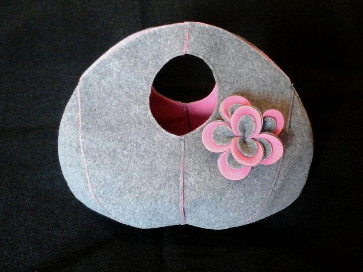 Baby pink and Grey felt handbag, Round felt handbag, flower pin Handbag, felt bag, unique design felt handbag, doubleface round handbag di Chiarasole su Etsy