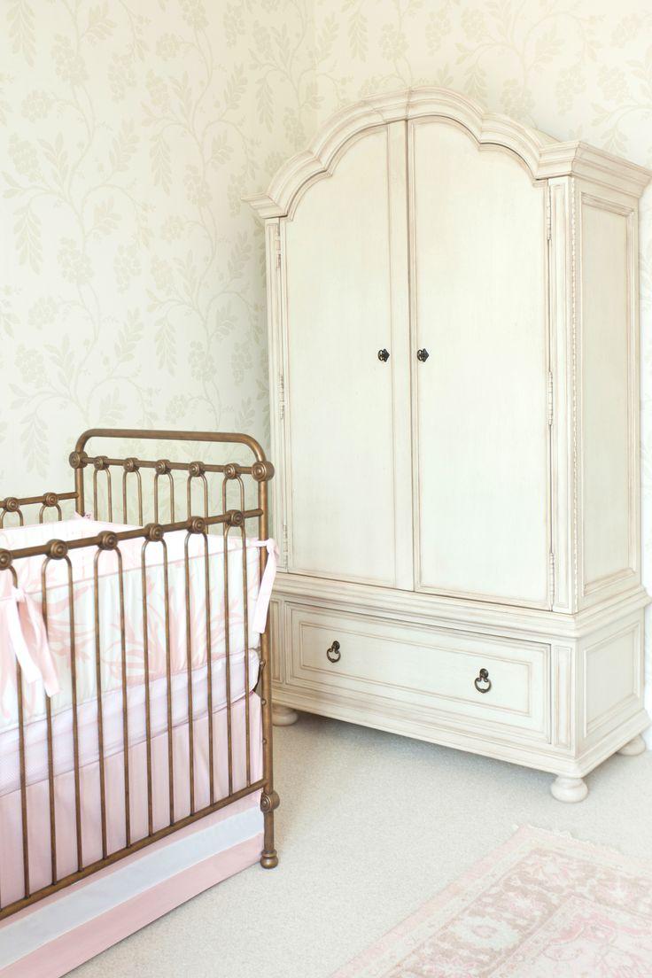 Project Nursery - Armoir