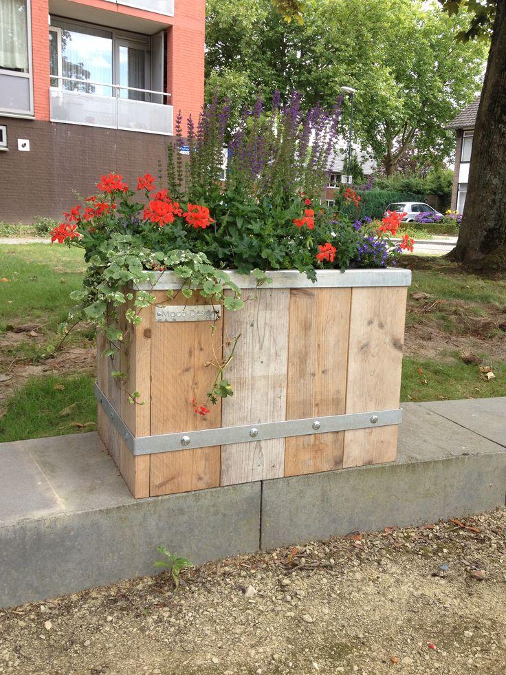 plantenbak verzinkt staal en steigerhout