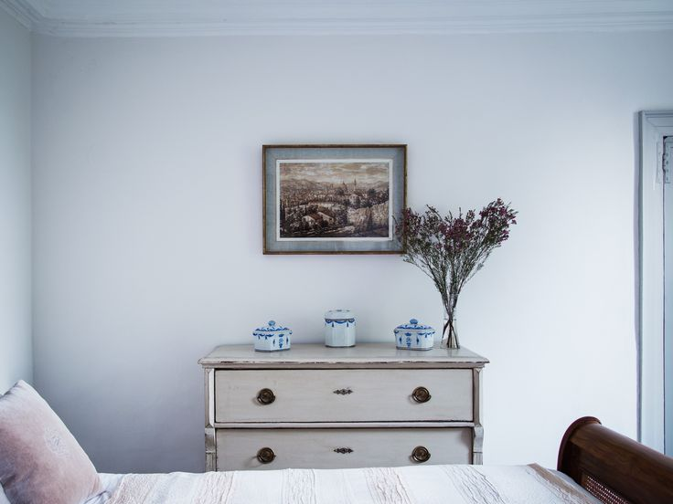 An Antique Sleighbed From Hossack Grey Fits Within The Historic Manor House
