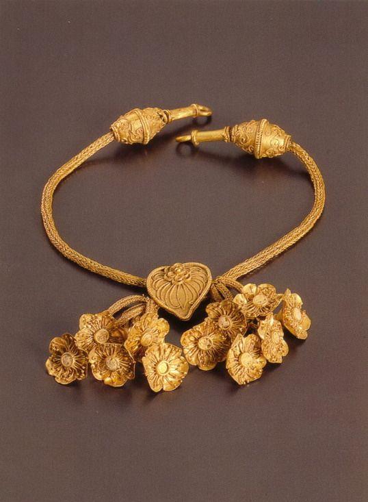 Greek gold necklace, 4th century BCE | Gold resize