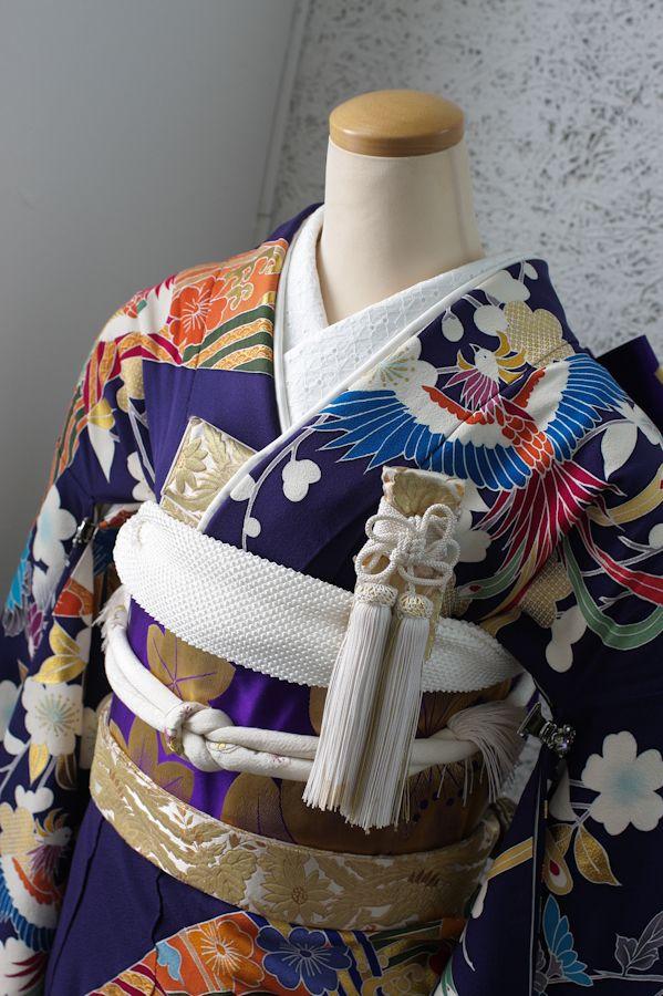 仙台の写真館スタジオズイムです。結婚式・神社式・披露宴などで着ていただける黒引き・色引き振袖のレンタルをしております。結婚写真のみのコースもご用意してます。