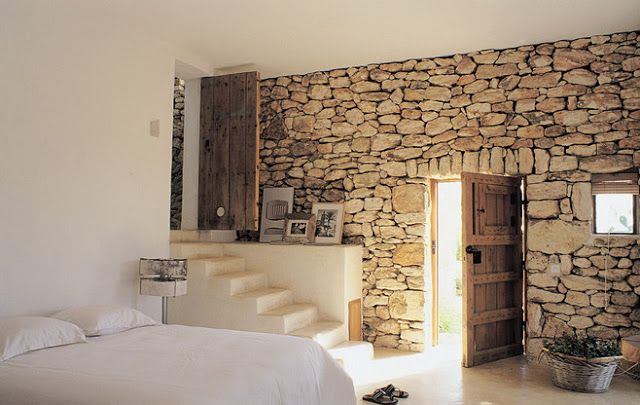 Como decorar una casa de piedra rustica antigua con un for Papel para pared imitacion piedra