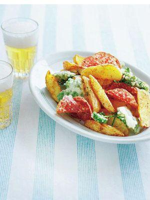 【ELLE a table】フライドポテト、パセリのフリット、サラミのチュイール添えレシピ|エル・オンライン