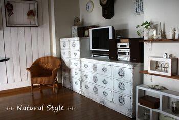 もともとは茶色だったものをペンキとやすり、ワックスを使用して、DIYされたそうです。フレンチなお部屋の雰囲気とマッチしていて、とても素敵ですね!