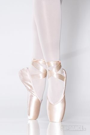 SD09 - Baletné špičky - Obuv - Baletné špičky Claudia - Špičky tvarované do V, nízky profil - výnimočne elegantný vzhľad, elastická sťahovacia šnúrka - SoDanca - 5kdance.sk