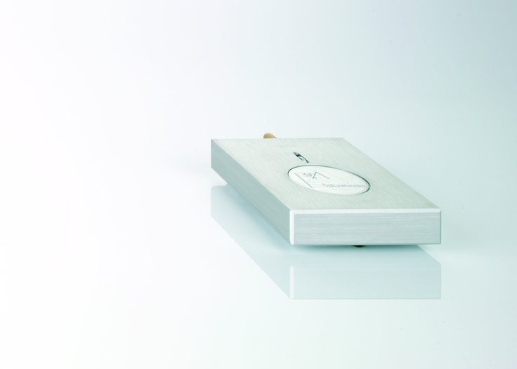 Clearaudio has achieved this by using a simple, elegant and effective design. The fully dual-mono circuit features sophisticated surface-mount technology embedded within a compact, CNC-machined resonance-free aluminum chassis. An outboard power supply and high grade parts compliment ensures outstanding technical specifications and unheard of quietness within its price range.