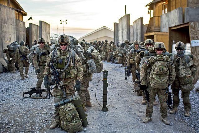 """NATO vojnici imaće slobodan prolaz kroz Srbiju, a moći će i da slobodno koriste našu infrastrukturu, jer će tom prilikom biti """"zaštićeni"""" posebnim statusom! Ovo je samo jedna od stavki na koje se Srbija obavezala Individualnim partnerskim ak..."""