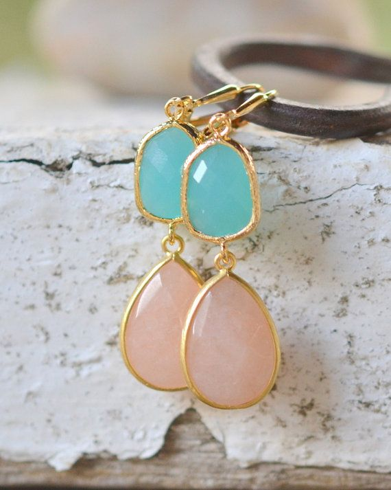 Soft Peach and Turquoise Bridemaid Earrings in Gold. Dangle Earrings.  Bridesmaid Jewelry. Fashion Wedding Jewelry.