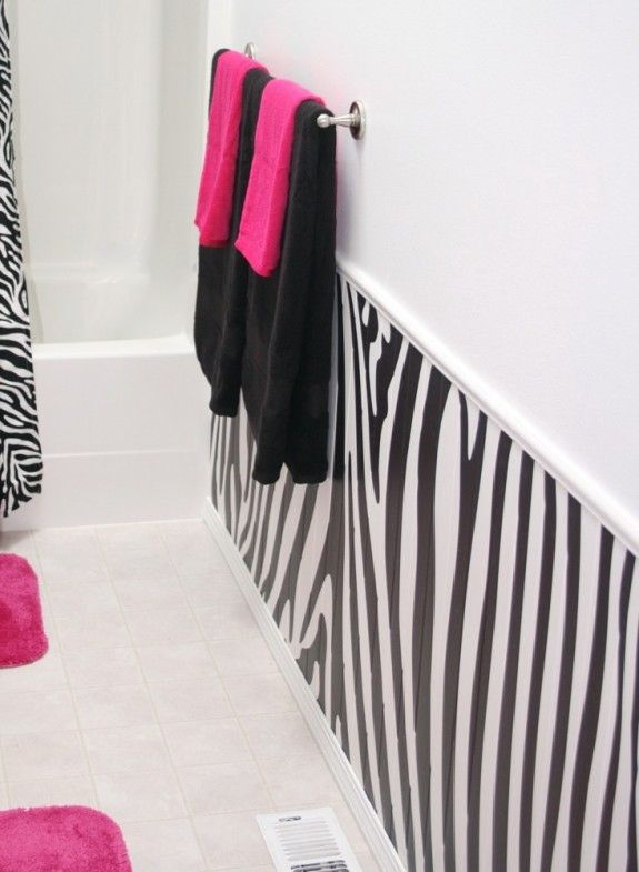hot pink and zebra bathroom..cute if Kiley has her own bathroom...she would love it!