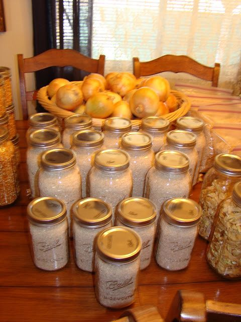 LOVE her lists!  Emergency Preparedness and Self-Reliant Living: Buying in Bulk and Food Storage Ideas: