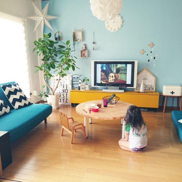 c-sanさんの、リビング,観葉植物,IKEA,ニトリ,セリア,フランフラン,mt,六畳,ペイント,アパート,3コインズ,丸いテーブル,ゴムの木,フライングタイガー,デザインレターズ,フィカスアルテシマ,テーブル DIY,ワンズ,名前がわからない雑貨,アイアンふくろう,ちゃぶ台からリメイク,のお部屋写真