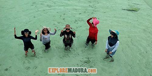 Bermain pantai di GIli Labak, Sumenep Madura  #gililabak #sumenep #madura