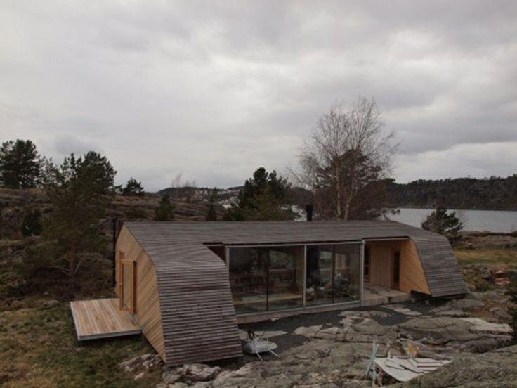 Casa de madera entre rocas, ¡fusión con la naturaleza! http://ventacasasdemadera.com/2014/04/23/casa-de-madera-entre-rocas/  #madrid #casademadera #madera #casaspersonalizadas #ventacasasdemadera
