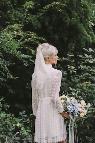 Short wedding veil | Lara Hotz Photography for Hooray Magazine with styling by Stefanie Ingram, beauty by Liv Lundelius Makeup Artist and floral design by Jardine Botanic Floral Styling | see more on: http://burnettsboards.com/2014/07/ophelia-enchanting-fashion-boudoir-editorial/ Bridesmaids