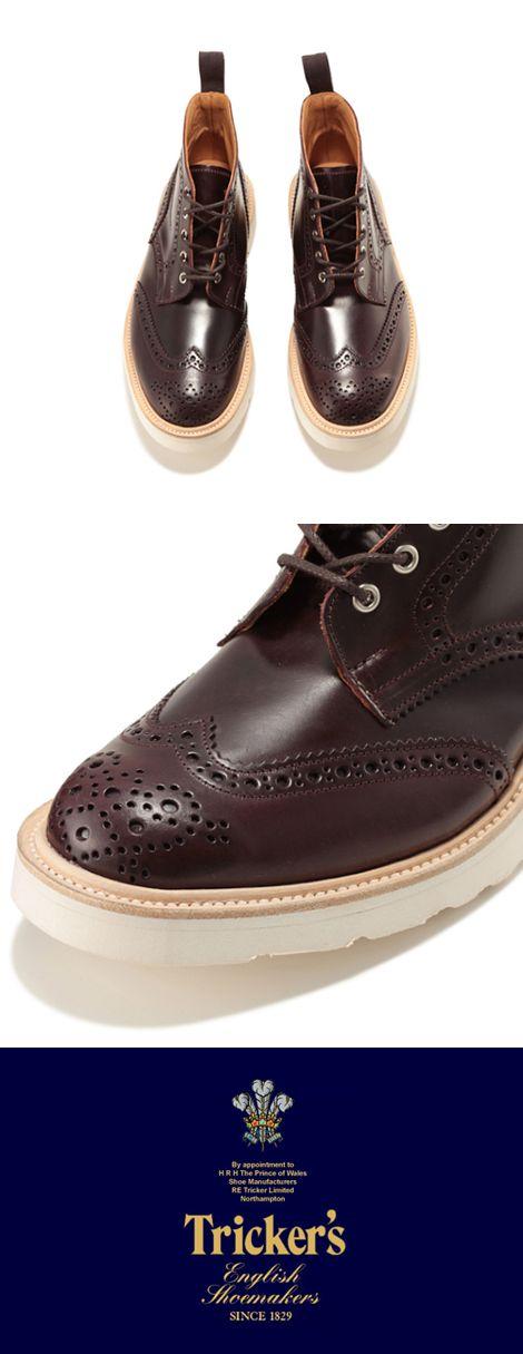 素材と職人技を追求する 伝統的でエレガントなスタイル Tricker's(トリッカーズ)   Tricker'sは、常に最高の逸品を要求する目の高いお客様を客層とする世界に名の知れた有名小売店で販売されており、最高級靴のTricker'sという名声を維持し続けています。 また、ロンドンの直営店舗には英国王室チャールズ皇太子御用達の紋章が掲げられ、その品質を証明しています。 近年、Tricker'sのカントリーラインという、もともとハンティング等に使用されていたヘビーデューティー仕様のブーツやシューズがファッションとして注目されており、ファッション性も高く評価されています。