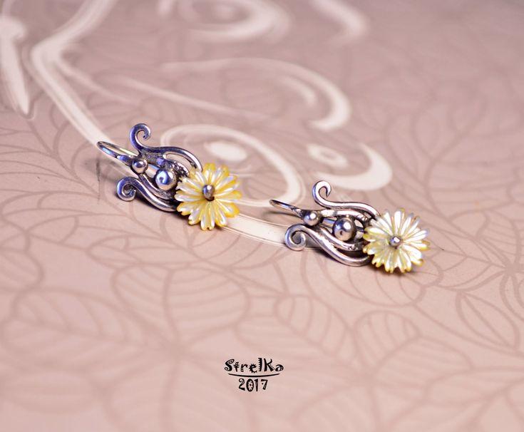 StrelKa -Авторские украшения в технике Wire Wrap    Ми - Ми - Ми...  Крохотные серьги с перламутровыми цветочками для маленькой принцессы!  Сделаны на Заказ.