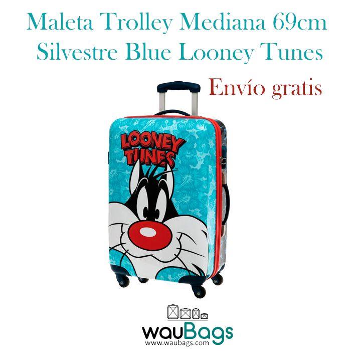 Maleta Trolley Silvestre Blue Looney Tunes con 4 ruedas que giran en 360º y un candado de cierre con combinación en el lateral. Su peso es de 3.3 kg y su capacidad interior es de 62 litros. Está totalmente forrada en su interior. @waubags #maleta #trolley #viajes #looneytunes #silvestre #dibujosanimados #waubags