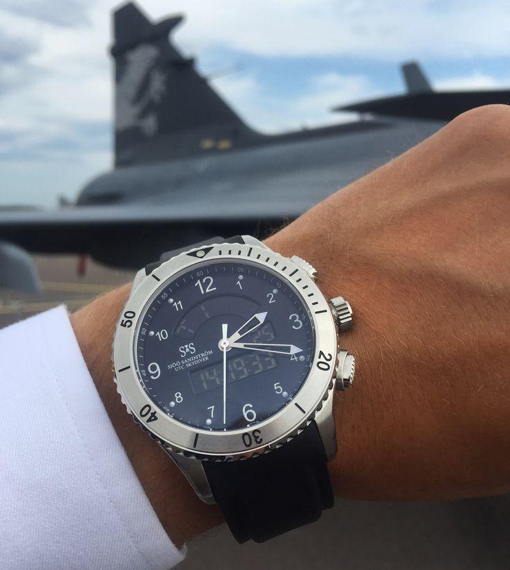 UTC Skydiver 44,2 mm with black rubber. #sjöösandström #sjoosandstrom #watch #watches #sweden #skydiver #pilot #utc #pilotwatch #aviation #airforce
