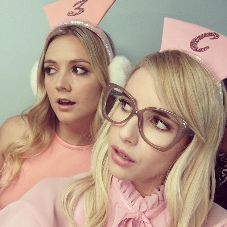 Billie Lourd and Emma Roberts on the Scream Queens set
