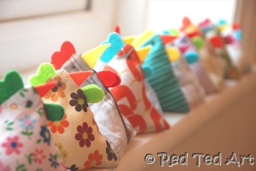 Super Easy Chicken Bean Bags - these are really easy to sew - only 3 straight lines to do - and yet look ADORABLE. Great for juggling, decoration or creative play! We also made a large doorstop version!