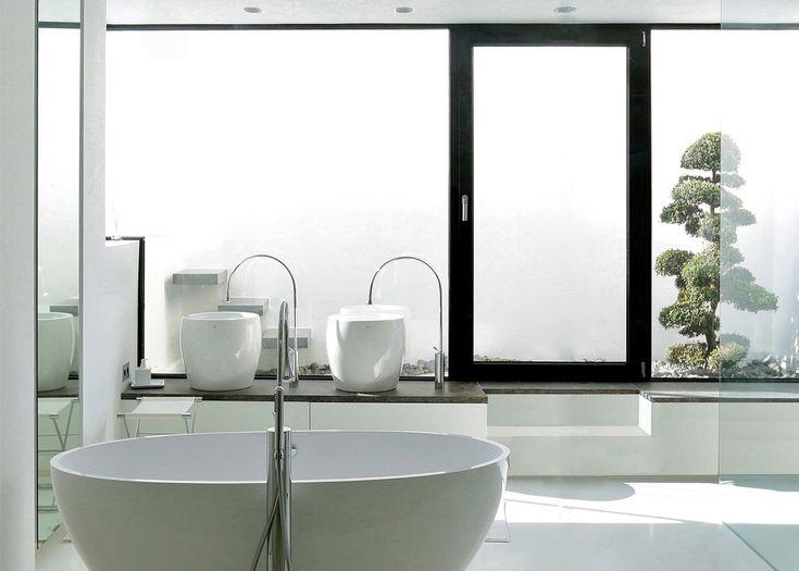 Bad mit uneinsehbaren Fenster und Terassse