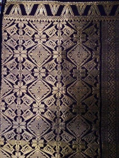 Songket bali full gold thread klungkung.