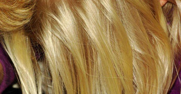 Cómo eliminar tonos anaranjado de tu cabello . La coloración anaranjada y el aspecto cobrizo en el cabello son problemas que provienen de aclarar el color del pelo. Cuando se tiñe el cabello de un color más claro, como por ejemplo el rubio, puede aparecer tonalidades cobrizas producto de factores como utilizar un color demasiado claro, o el tinte incorrecto para el color de pelo original, o ...
