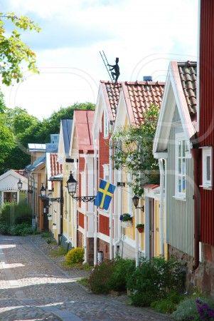 Pittoreska små hus, cottages, houses, wooden houses. I love these little neighborhoods in Sweden!